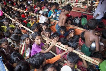 Rohingya children wait in crowded conditions for food distribution at Mainnerghona refugee settlement in Bangladesh. © UNHCR/Roger Arnold