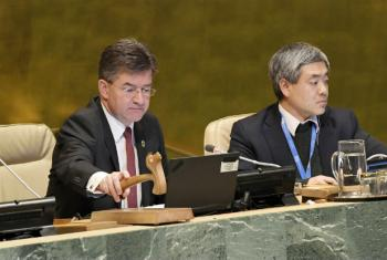 Miroslav Lajčák (left), General Assembly President, concludes the main part of the 72nd Session of the General Assembly.