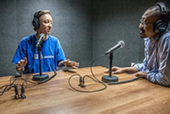 Stuart J. Moran speaking to Setyo Budi. UNAMID/Mohammad Mahady.