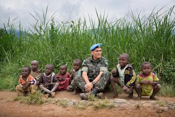 MONUSCO former Force Commander, General Carlos Alberto dos Santos Cruz, poses with a group of local children in the North Kivu province, Democratic Republic of the Congo in December 2013. (file)