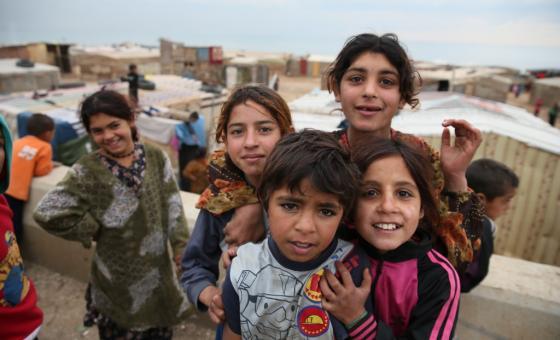 Niños refugiados sirios en un campamento al norte del Líbano cerca de la frontera con Siria. Foto: © UNICEF/Dar Al Mussawir.