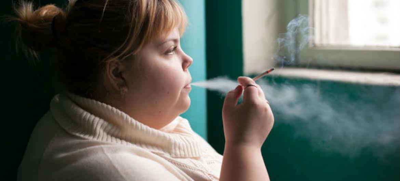 La obesidad aumenta el riesgo de fumar.