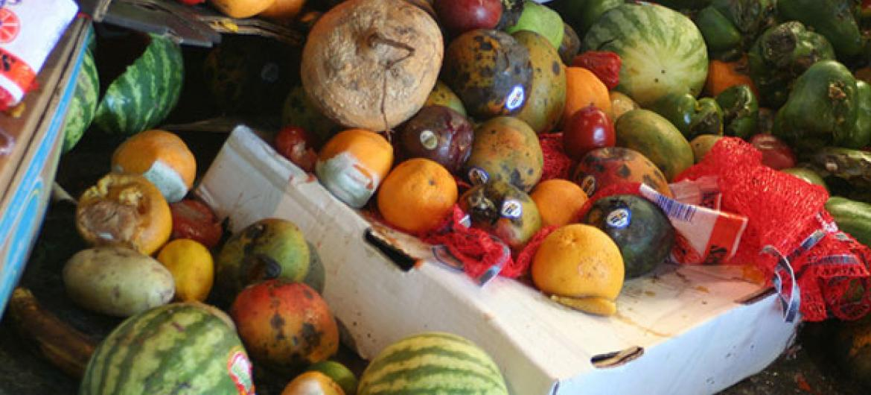 En América Latina y el Caribe se desperdicia de media unos 223 kilos de comida al año por habitante. Foto: FAO/Jonathan Bloom