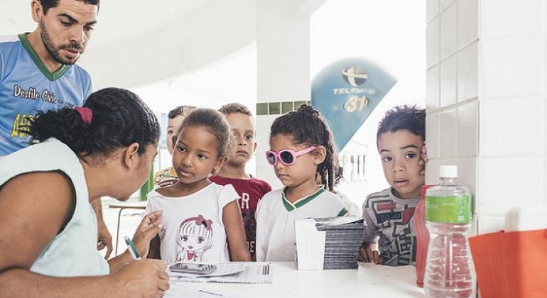 Jornada de educación sobre la helmintiasis a niños en Recife, Brasil. Foto: OPS