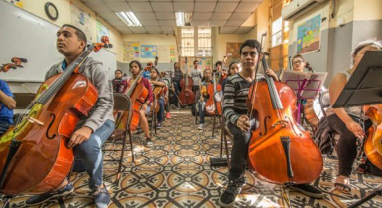 Jóvenes participantes en un taller orquestal en el Instituto Nacional de Cultura de Panamá.Foto: PNUD Panamá/cortesía Pich Urdaneta.