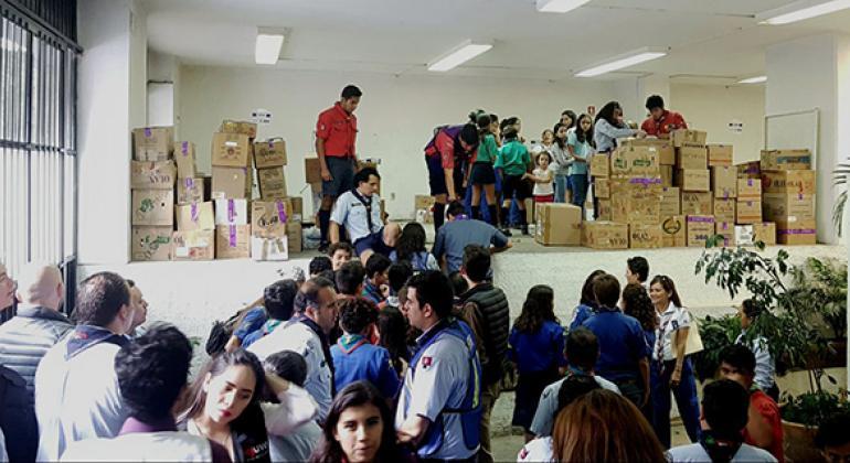 Scouts realizando tareas de apoyo en los centros de acopio. Foto: CINU México/Giancarlo Summa.