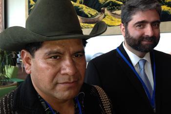 Alberto ChumilJulajuj, alcalde indígena y Roberto Ardón (der.), director ejecutivo de CACIF . Foto: Rocío Franco.