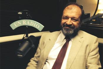 Gerardo Noto en los estudios de Radio ONU. Foto: Joyce de Pina.