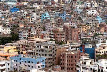 Una ciudad de Bangladesh. Foto ONU/Kibae Park