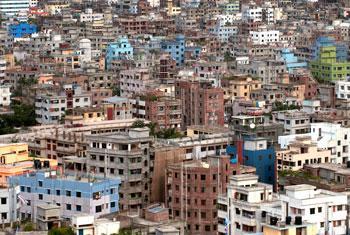 Una urbanización en Dhaka, Bangladesh. Foto ONU/Kibae Park