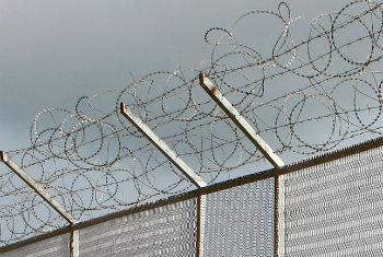 El grupo de expertos de la ONU se centra en analizar el trato que reciben las personas que viven en centros de detención. Foto: ONU/Martine Perret