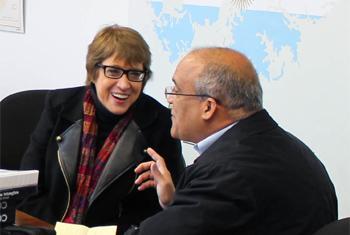 Ministra de Cultura de Argentina, Teresa Parodi, es entrevistada por Jorge Miyares. Foto: MIsión Argentina ante la ONU.