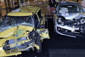 Se venden dos versiones del mismo auto, una que cumple con normas de seguridady otra que no. Foto: UNECE