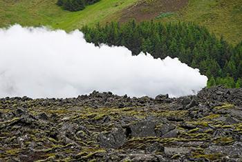 Vapor proveniente de una planta enregética en Islandia. Foto ONU/Eskinder Debebe.