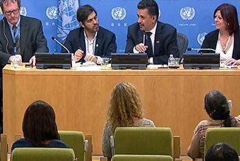 En una conferencia de prensa, el presidente del Comité Ad Hoc de la ONU para los Procesos de Reestructuración de Deuda Soberana, Sacha Llorenti (segundo a la der.), aseguró que la aprobación de los principios constituye un hito histórico. Foto: Captura de