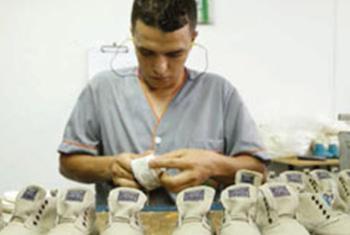 Fábrica de zapatos infantiles en Medellín. Foto:OIT/SCORE.