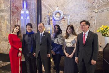 El Secretario General participó en una ceremonia de iluminado del Empire State en Nueva York, en ocasión del Día de Naciones Unidas. Foto: ONU/Eskinder Debebe