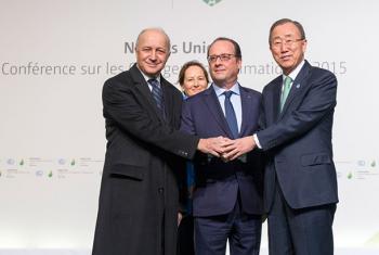El Secretario General de la ONU, Ban Ki-moon, junto con el presidente francés François Hollande, el ministro de Asuntos Exteriores, Laurent Fabius y Ségolène Royal, ministra de Ecología, Desarrollo Sostenible y Energía de Francia, a su llegada a la COP21