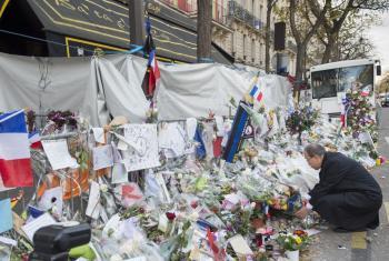 Tributo del Secretario General de la ONU a las víctimas de los ataques terroristas en París. Foto ONU/Eskinder Debele.