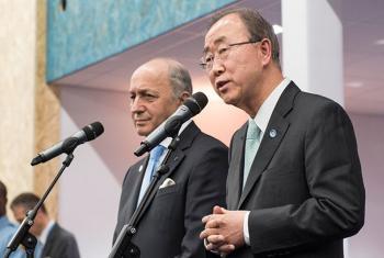 Ban Ki-moon y Laurent Fabius, ante la prensa este viernes en París.