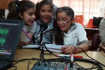 Radios escolares de Atacama colaboran en la reconstrucción tras aluviones en el norte de Chile. Foto Oficina Regional de la UNESCO para América Latina y el Caribe.