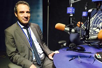 Raymond Torres, director de investigación de la OIT, en los estudios de Radio ONU. Foto: Radio ONU/Carlota Fluxá