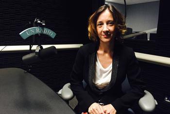 Sonia Ramos, directora general de Apoyo a las Víctimas del Terrorismo, en los estudios de Radio ONU. Foto: ONU/Carlota Fluxá