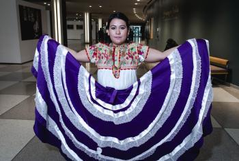 """Jazmín Sánchez Zárate es una joven activista indígena mixteca de la comunidad de Río Grande, en Oaxaca, México. Es docente y miembro de la ONG Mujeres Indígenas por CIARENA, además de haber fundado el colectivo """"Revolución Mujer"""" en Oaxaca. Foto Radio ONU"""