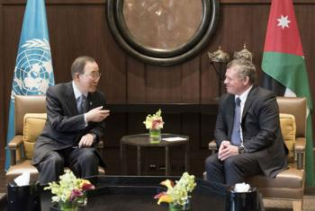 El Secretario General de la ONU, Ban Ki-moon, se reunió con el rey de Jordania, Abdullah II ibn Al-Hussein, en Amán. Foto: ONU/Mark Garten