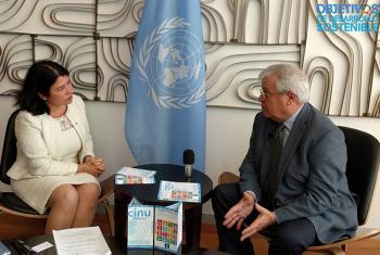 Monica Villela Grayley durante la entrevista con el director ejecutivo de ONU-Hábitat, Joan Clos. Foto: CINU México/Antonio Nieto.