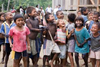 Niños desplazados por el conflicto en Colombia. Foto ONU/Mark Garten