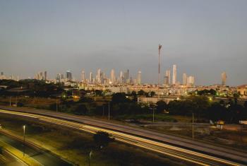 Paisaje de la ciudad de Panamá que acaba de suscribirse a la Campaña Mundial de Ciudades Resilientes, una iniciativa de la Oficina de Naciones Unidas para la Reducción del Riesgo de Desastres (UNISDR). Foto: Rocío Franco/Radio ONU.