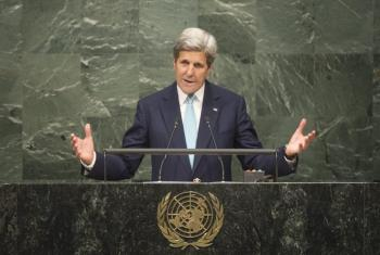 El secretario de Estado estadounidense, John Kerry, durante la ceremonia de la firma del Acuerdo de París sobre Cambio Climático. Foto ONU/Rick Bajornas.