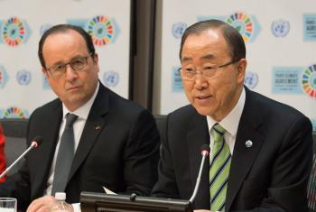 El Secretario General de la ONU (derecha) y el Presidente de Francia, François Hollande, hablan a la prensa este 22 de abril de 2016.Foto ONU/Eskinder Debebe
