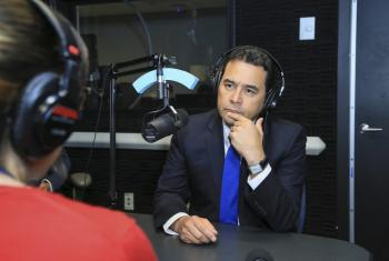 El presidente de Guatemala, Jimmy Morales, en los estudios de Radio ONU. Foto: Josue Peinado, gentileza de la presidencia de Guatemala.