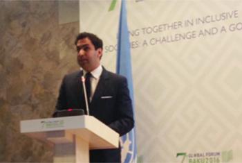 El enviado especial de la ONU para la Juventud, Ahmad Alhendawi, durante su intervención en el el Séptimo Foro de la Alianza Global de las Civilizaciones en Bakú, Azerbaiyán. Foto: Twitter Alianza de Civilizaciones de las Naciones Unidas.