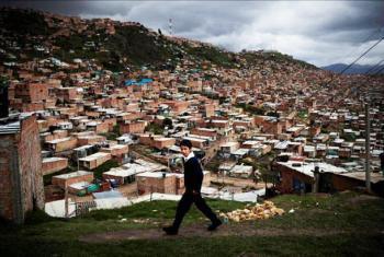 Miles de personas desplazadas residen en las zonas más marginadas de las grandes ciudades de Colombia. Un 30% de ellas vive por debajo del umbral de la pobreza. Foto: ACNUR Colombia