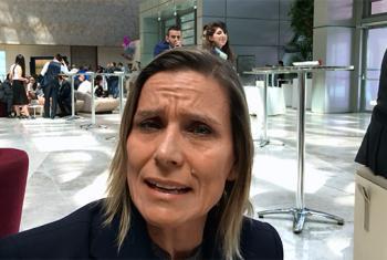 """La coordinadora de proyectos de la fundación española """"Mujeres por África"""", Marta Furmarola, entrevistada por Radio ONU en el 7º Foro Global de la Alianza de Civilizaciones. Foto: May Yaacoub."""