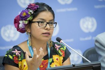 Dalí Ángel, joven indígena zapoteca de Oaxaca, México en una conferencia de prensa sobre el suicidio entre los jóvenes indígenas.Foto: ONU/Manuel Elias