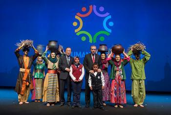 Ban Ki-moon (centro-izq.) junto al presidente de Turquía, Recep Tayyip Erdoğan, y otros participantes en la Cumbre Humanitaria Mundial, este martes, durante la ceremonia de clausura. Foto: ONU/Eskinder Debebe