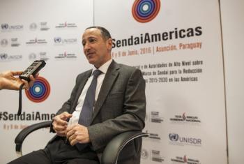 Robert Glasser, responsable de la UNISDR, habla con Radio ONU en Asunción, Paraguay. Foto: Radio ONU