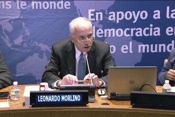 """El Profesor Leonardo Morlino durante el evento titulado """"Democracia en América Latina: Tendencias y previsiones"""". Captura de video. UNTV."""