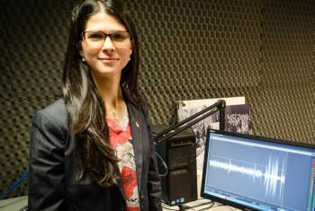 Magalí Cáceres, subdirectora ejecutiva de la Asamblea Internacional de Jóvenes Líderes en los estudios de Radio ONU. Foto: ONU/Rocío Franco.
