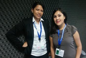 Katherine Montero, directora de la Fundación Global Deeds (izq.) y la abogada Priscilla Mansilla en los estudios de Radio ONU.
