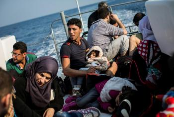 Migrantes sirios rescatados por un guardacostas griego. Foto: ACNUR/Andrew McConnell.