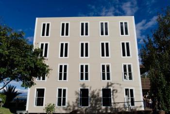 Prototipo de edificio de apartamentos de mediana escala de la empresa Barcelona Housing Systems expuesto en Hábitat III. Foto: Radio ONU/Rocío Franco.