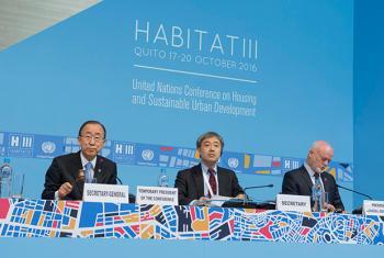 El Secretario General de la ONU, Ban Ki-moon (izq.), en la apertura de la Conferencia Hábitat III en Quito, Ecuador.Foto: ONU/Eskinder Debebe