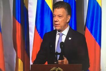 El Presidente de Colombia, Juan Manuel Santos, habla en el Teatro Colón de Bogotá, este 24 de noviembre de 2016. Foto cuenta Twitter Mision de la ONU en Colombia
