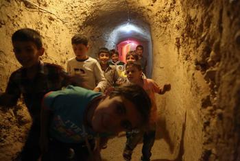 Parque infantil subterráneo en una de las zonas sitiadas de Siria. Foto: UNICEF/Alshami.