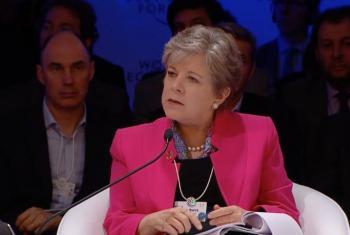 Alicia Bárcena, Secretaria Ejecutiva de la ONU de la Comisión Económica para Latinoamérica y el Caribe (CEPAL), participando en el Foro Económico Mundial. Foto: Banco Mundial